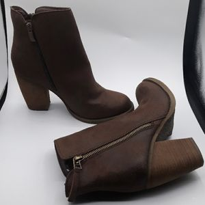 SBICCA VINTAGE COLLECTION ANKLE BOOTTIES SZ8.5